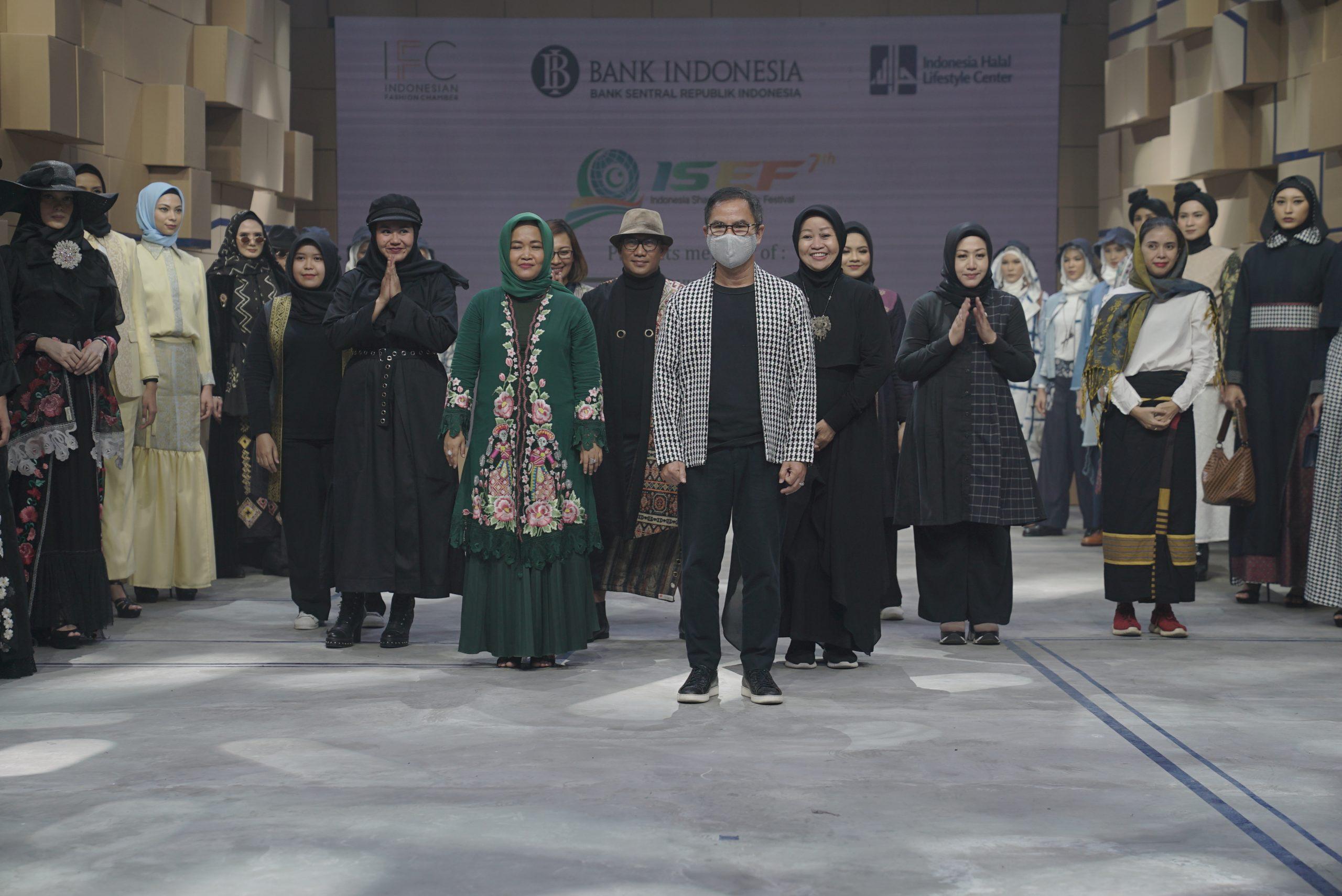 Usung Konsep Sustainable Fashion, 14 Anggota IKRA Indonesia Ikuti Mercedes-Benz Rusia Fashion Week 2020
